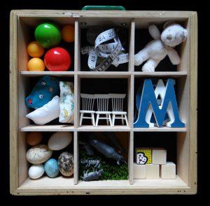 Caixa d'objectes del projecte ExpressArt per escoles bressol