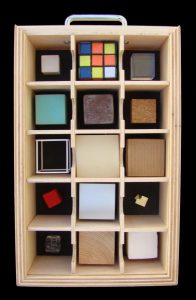 Caixa de cubs del projecte ExpressArt Museu portàtil